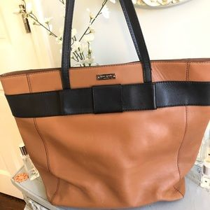 Unique Kate spade bag with bow.